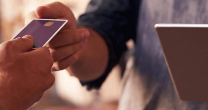Laval signe un partenariat avec l'Association québécoise des technologies pour soutenir le virage numérique du commerce de détail