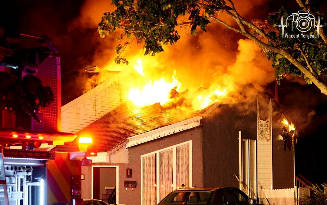 Une résidence unifamiliale détruite par un incendie à Saint-Eustache